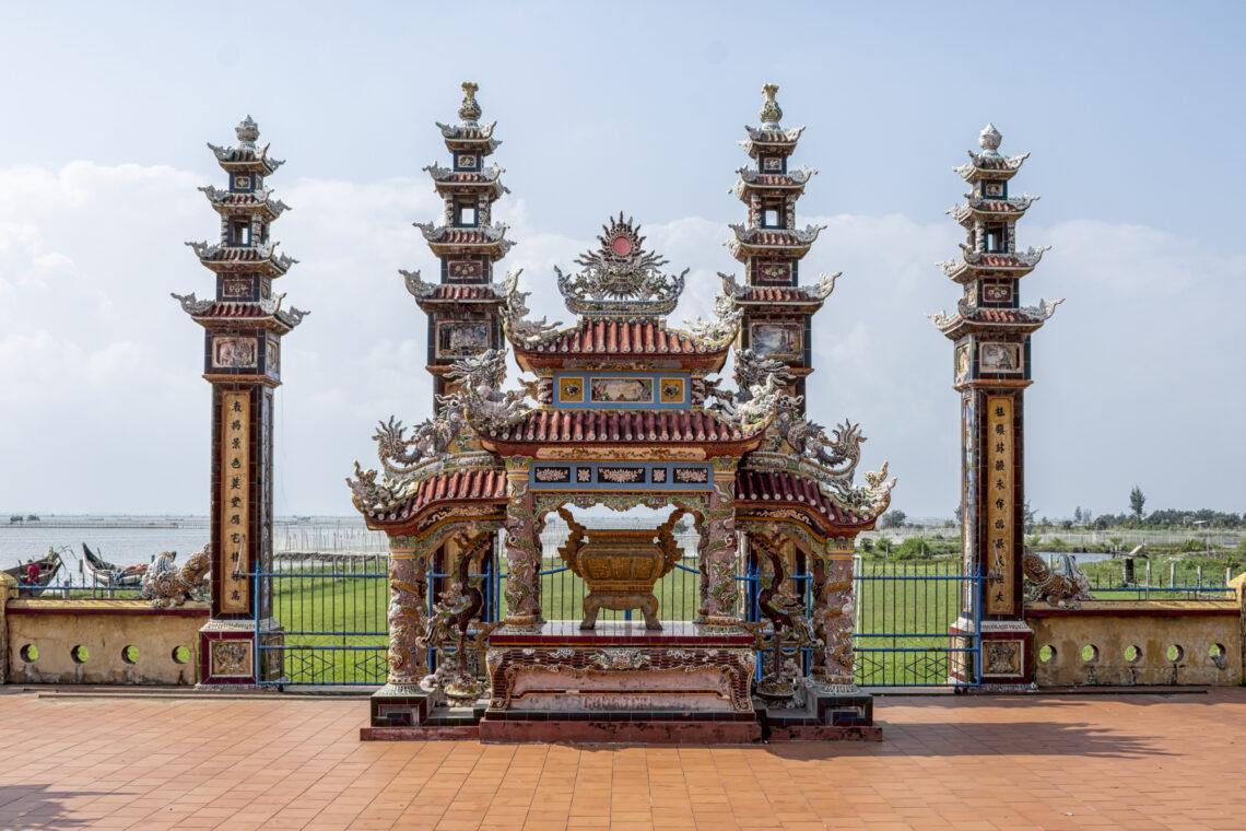 2019.Hue - Seaside Temple.02